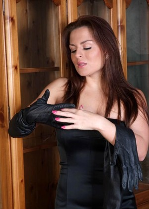 Ladiesinleathergloves Model