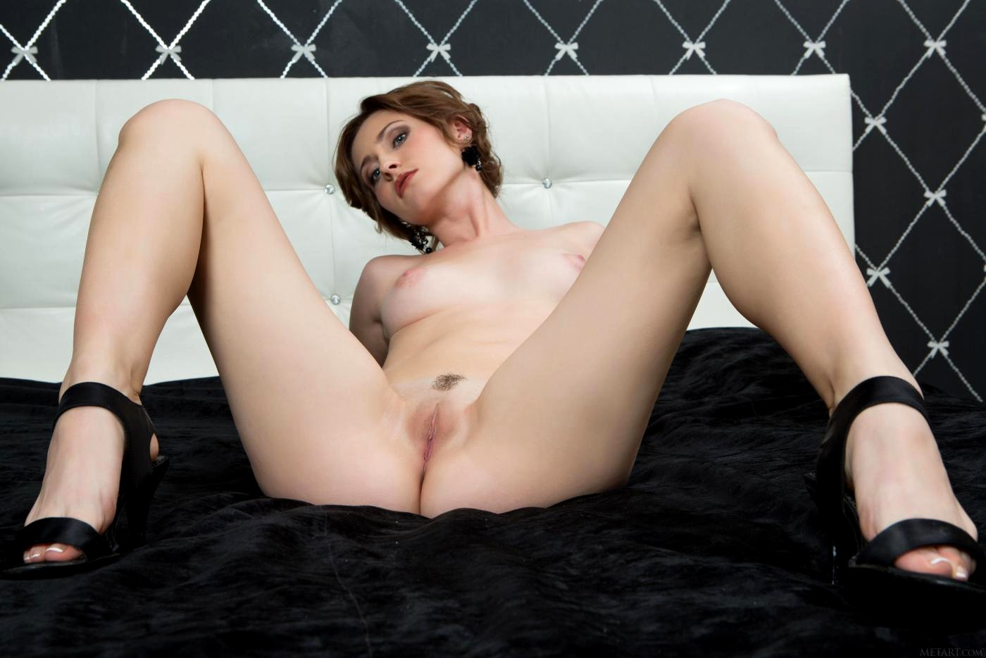 Janelle Taylor Opens Her Legs Wide For You