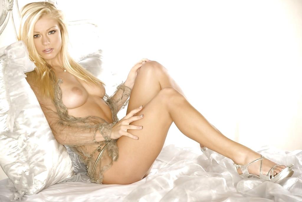 Nikki Leigh Sexy AssoAss 1